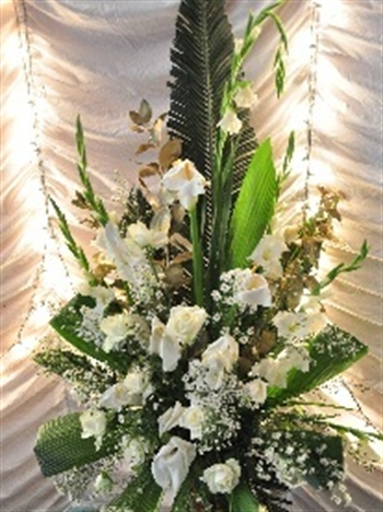 Large white and gold floral arrangement for weddings from la magie large white and gold floral arrangement for weddings from la magie des fleurs mightylinksfo